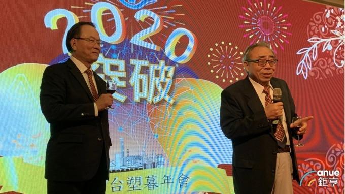 右起為台塑企業總裁王文淵、台塑董事長林健男。(鉅亨網記者林薏茹攝)