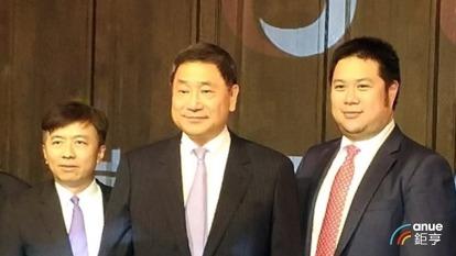辜公怡(右)因公務繁忙,辭去台泥副董事長。(鉅亨網資料照)
