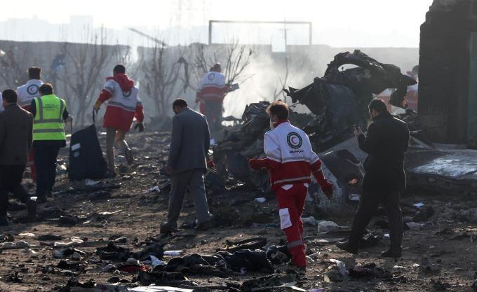 伊朗當局封鎖了墜機現場,找到事故客機的黑盒子。 (圖片:AFP)