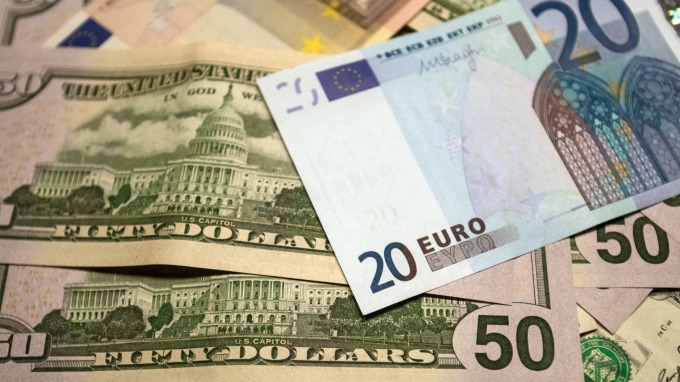 HSBC:2大原因 今年美元肯定大漲 (圖:AFP)
