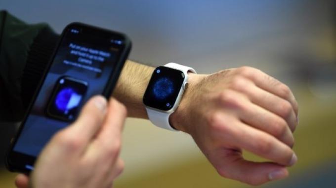 蘋果Apple Watch遭控 侵犯商業機密 (圖片:AFP)