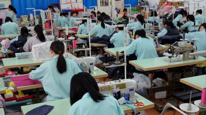 製造業景氣回溫 去年前11月經常性薪資41829元 年增逾2%。(圖:AFP)
