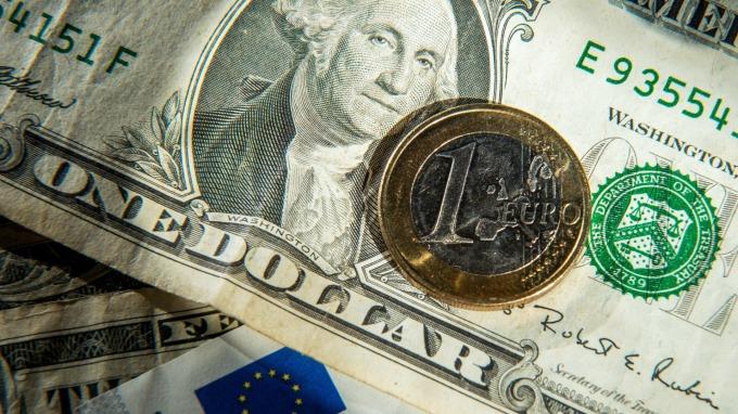 美元要弱了?野村高喊:歐元今年挑戰1.16 (圖:AFP)