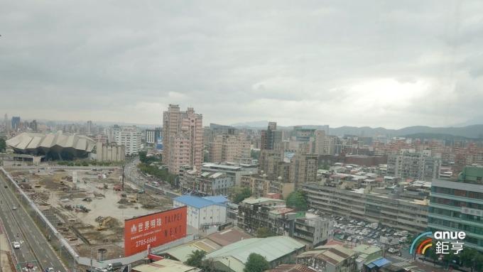海悅等建商聯手,將在南港推出繼「世界明珠」之後的百億元級大案。(鉅亨網記者張欽發攝)