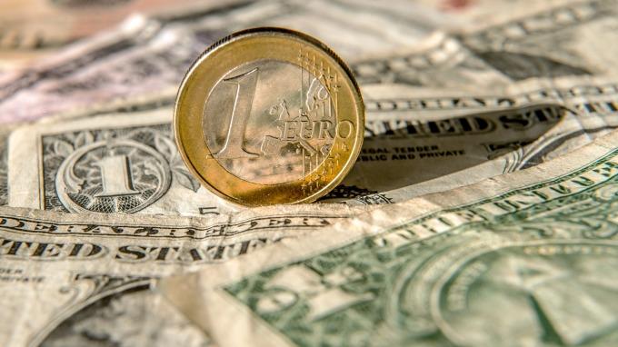 大型投機者大減歐元、日圓淨空單 小幅加碼看多美元 (圖:AFP)