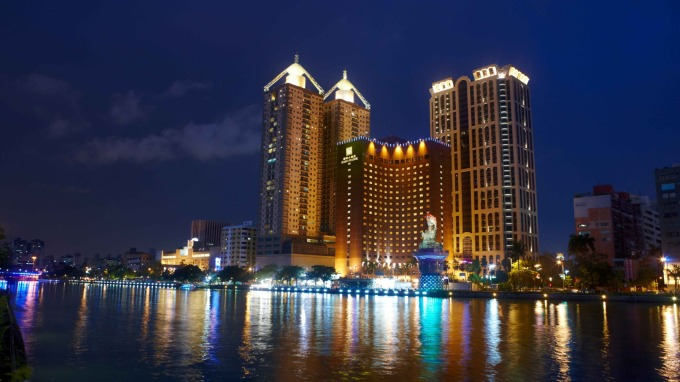 高雄愛河旁國賓大飯店。(圖:國賓提供)