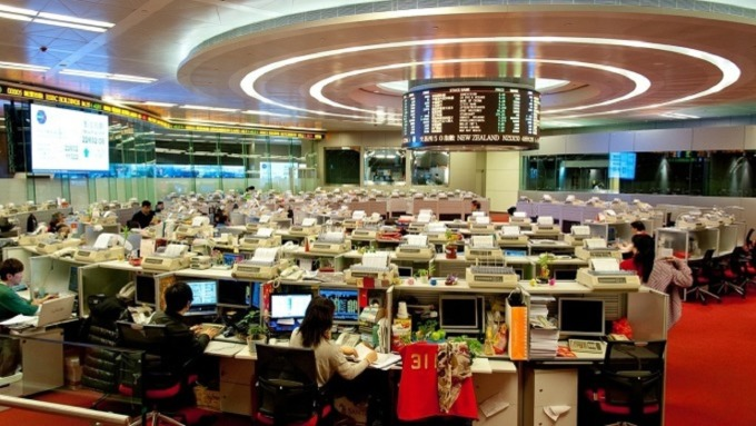跌愈深彈愈高!人民幣連五月上漲 帶動港股重回反送中前高點 (圖:AFP)