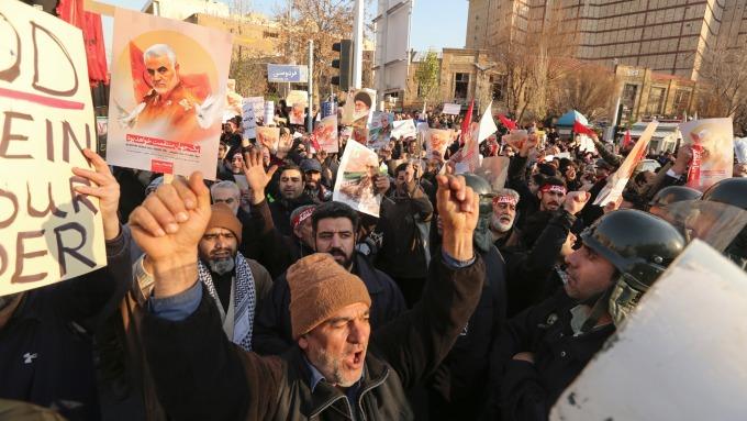 專家:若伊朗政權崩解 油價極高機會跌至40美元(圖片:AFP)