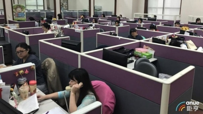 逾1成勞工下班仍接獲LINE交辦工作 每月6.4小時創新高。(鉅亨網資料照)