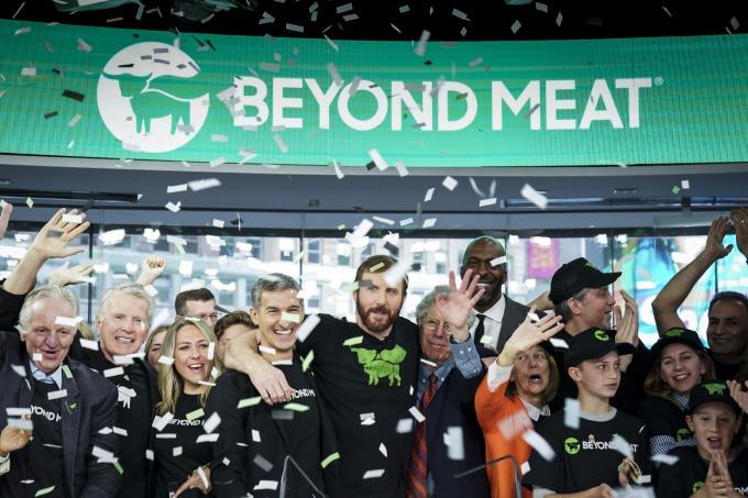 超越肉類週二股價大幅波動,一度停牌。(圖片:AFP)