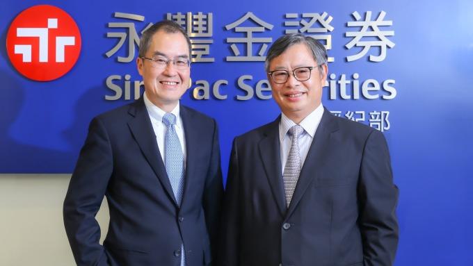 永豐金證券董事長朱士廷(右)和總經理江偉源(左)。(圖:永豐金證券提供)