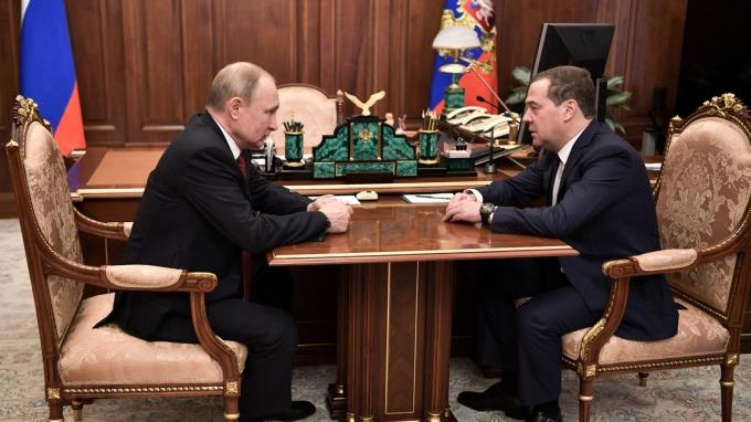 俄羅斯總統普丁 (左) 與俄羅斯總理梅德韋傑夫 (右)。(圖片:AFP)