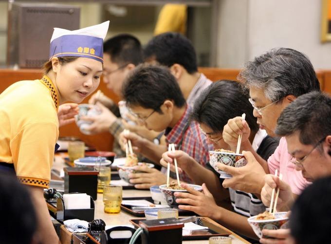 〈鉅亨看世界〉日本早餐商機大 居酒屋也加入戰局 (圖片:AFP)
