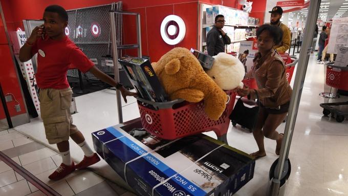 Target假期銷售打噴嚏 整體美股零售股重感冒(圖:AFP)