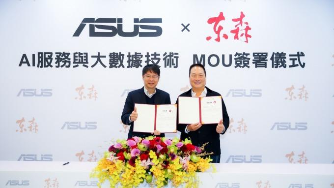 華碩全球副總裁黃泰一(左)、東森集團總裁王令麟(右)。(圖:華碩提供)