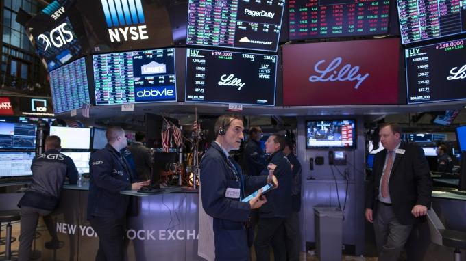 全球央行寬鬆炒股 但今年恐怕沒這麼容易?(圖片:AFP)