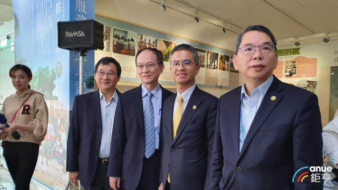 左至右為中華電行銷執副馬宏燦、行通總經理陳明仕、總經理郭水義及執副林國豐。(鉅亨網資料照)