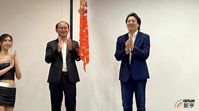 左為亞太電個人暨家庭事業中心副總張景棠,右為JARVISH 執行長呂宗賢。(鉅亨網記者沈筱禎攝)