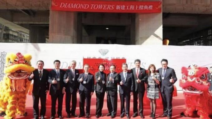 「 Diamond Tower」日前正式上樑,豪宅平均單價250萬元、刷新區域新高。(圖/三圓建設提供)