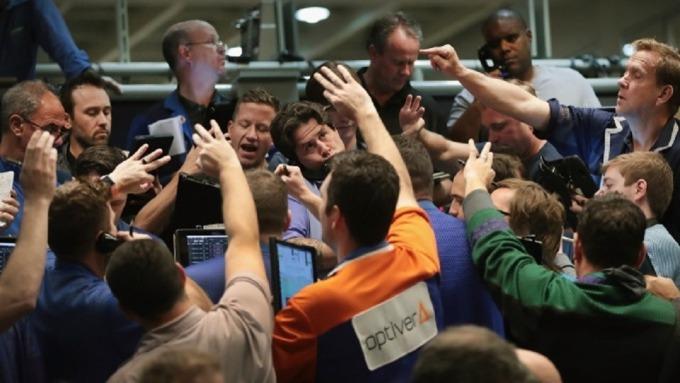 利多頻傳,激勵風險性情緒,今年以來資金持續流入整體股票型ETF。(圖:AFP)