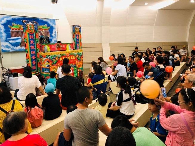 白蘭氏健康博物館攜手總統級布袋戲「敘舊布袋戲團」,邀請民眾一同體驗台灣藝術文化。(圖:白蘭氏提供)