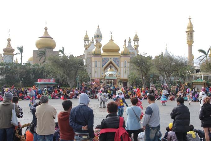 六福村春節期間打造全台唯一的「魔法新年市集」。(圖:六福提供)