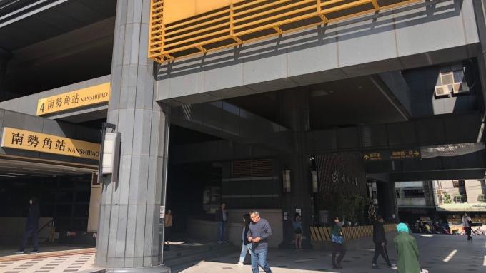 捷運南勢角站房價較景安站更合宜,吸引三重、板橋、新莊民眾跨區購屋。(圖/甲桂林提供)
