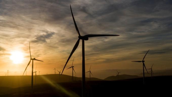 鋼廠今年擁有台商回台建廠、離岸風電等題材。(示意圖:AFP)