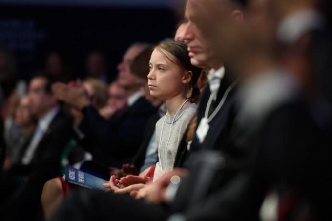 瑞典環保少女童貝里 (Greta Thunberg) 於台下聽眾席聆聽川普演說 (圖片:AFP)