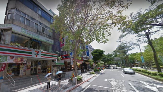 電商外送崛起)下, 小型店面夯、大型店面慘,民生社區小店轉手兩次增值138萬元。(圖/翻攝Google Map)