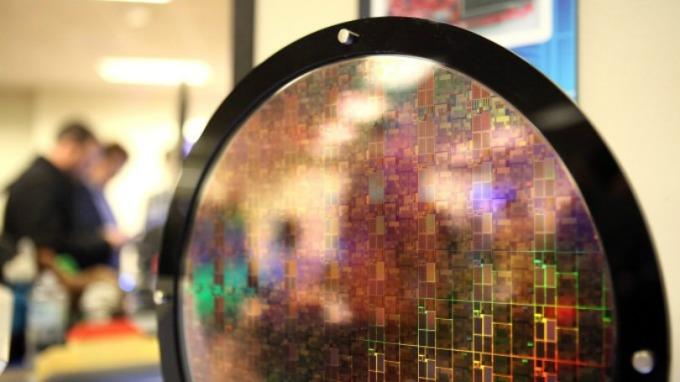 荷商半導體大廠艾斯摩爾預估晶片市場維持強勁的需求。(圖片:AFP)