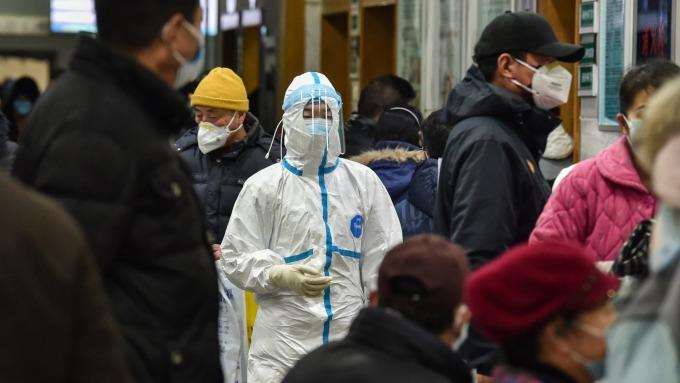 〈武漢肺炎疫情升溫〉湖北新增180病例 全國確診破千、死亡逾40例 (圖:AFP)