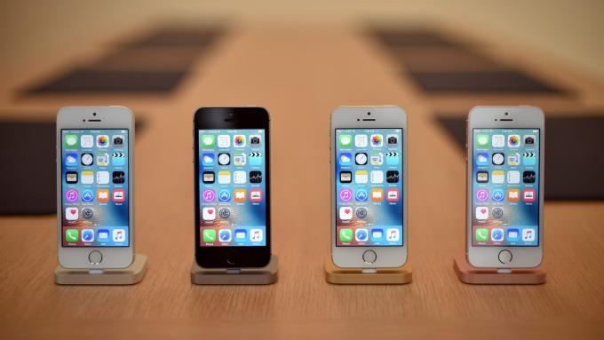 JDI開始生產iPhone SE2用面板 資金也即將到位 (圖片:AFP)