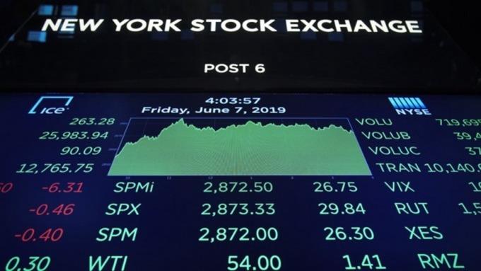 疫情衝擊市場信心 股票型ETF淨流入大幅下滑 (圖:AFP)