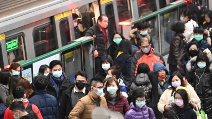 武漢肺炎疫情蔓延引發國內口罩荒,陳時中:口罩實名制研議中。(圖:AFP)