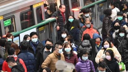 遏止搶購囤積風潮,6日起購買口罩採實名制。(圖:AFP)