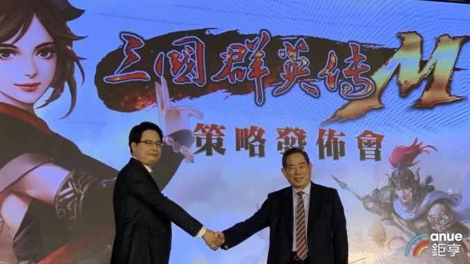 宇峻董事長劉信(左)、智冠集團董事長王俊博(右)。(鉅亨網資料照)