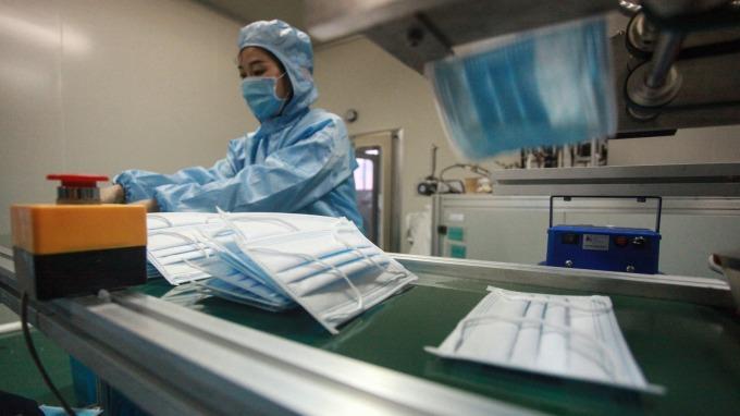 中國武漢肺炎疫情持續延燒,一文看懂台廠三大受惠概念股。(圖:AFP)