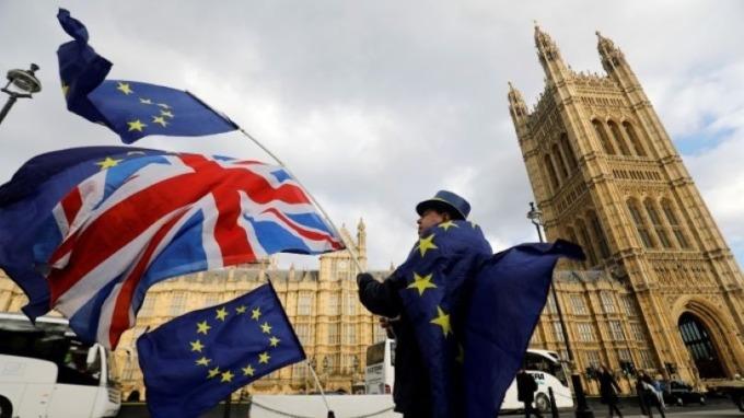 英國1月服務業PMI增至53.9 英鎊匯價上揚(圖:AFP)