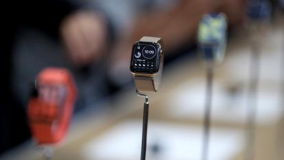蘋果Apple Watch去年出貨量創新高 超越瑞士鐘錶業總和(圖片:AFP)