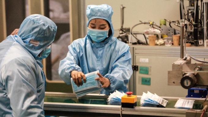 敏成增口罩濾材產線訂單已排至5月 有助上半年營運表現。(圖:AFP)