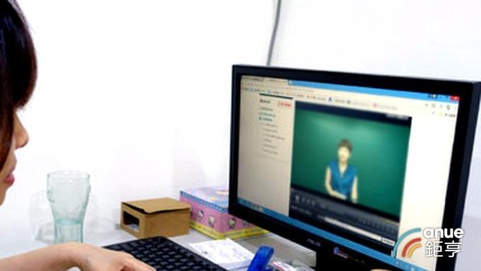 400萬學子延後開學 銀行攜手線上學習網站 大搶「宅學習」優惠商機。(鉅亨網資料照)