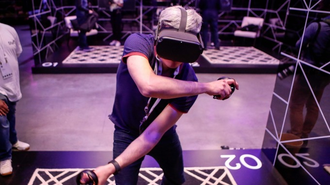 中國冠狀病毒癱瘓供應鏈 臉書VR頭罩Oculus Quest生產受創(圖片:AFP)