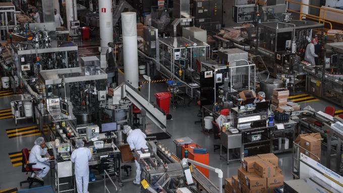 科技電子業處在「危機模式」疫情恐拖累年底商品生產(圖片:AFP)