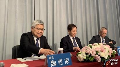 左起為台積電總裁魏哲家、董事長劉德音、財務長黃仁昭。(鉅亨網資料照)