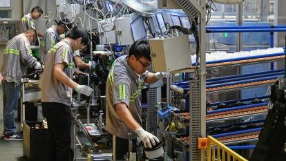 只有99%零件也無法生產 全球汽車產業面臨中斷危機(圖:AFP)