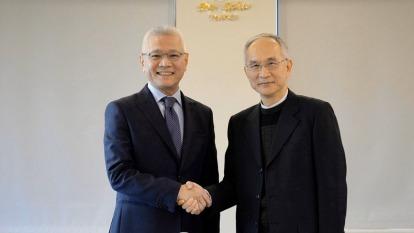 鴻海副總裁呂芳銘(右)與大大數位匯流戴永輝(左)。(業者提供)