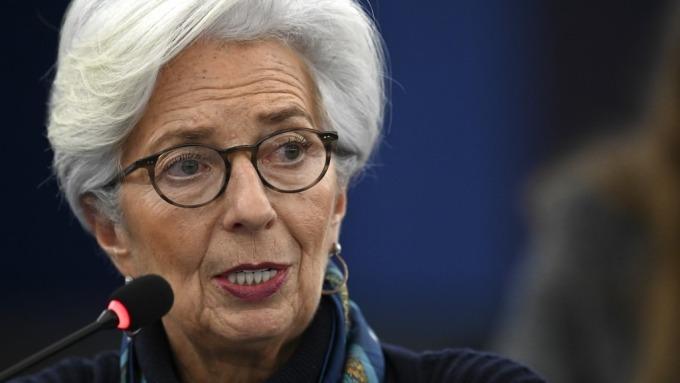 歐洲央行拉加德:政府需擴大支出 避免低利率副作用擴大(圖:AFP)