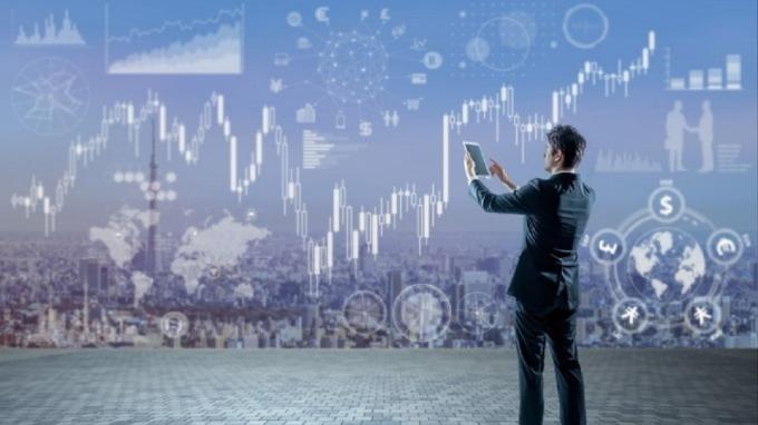 線上教育結合大數據及AI,可以跨越地域障礙,並提供客製化服務,備受重視。(圖:Shutterstock)