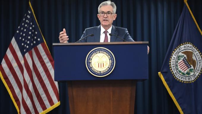 為何鮑爾稱下輪衰退Fed仍將採用QE?兩張圖見端倪 (圖片:AFP)